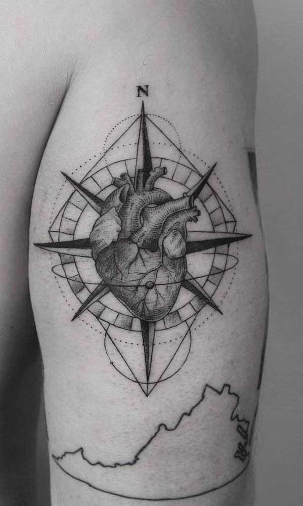 É possível fazer combinações inusitadas com a tatuagem rosa dos ventos.