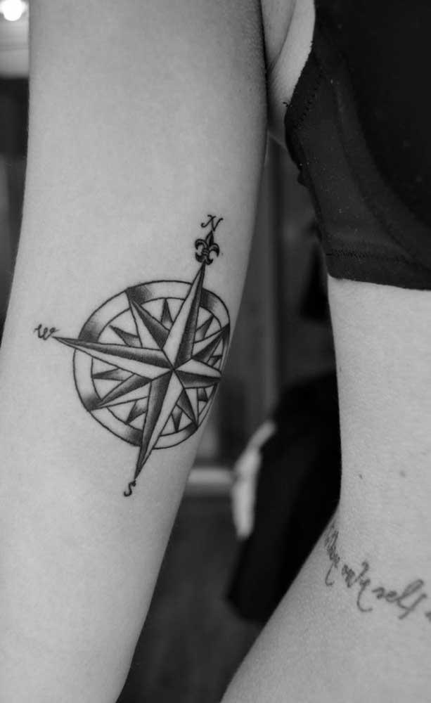 Alguns modelos de tatuagem rosa dos ventos são bem tradicionais.