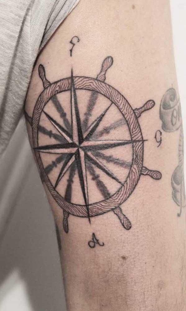 Aposte em uma tatuagem rosa dos ventos masculina.