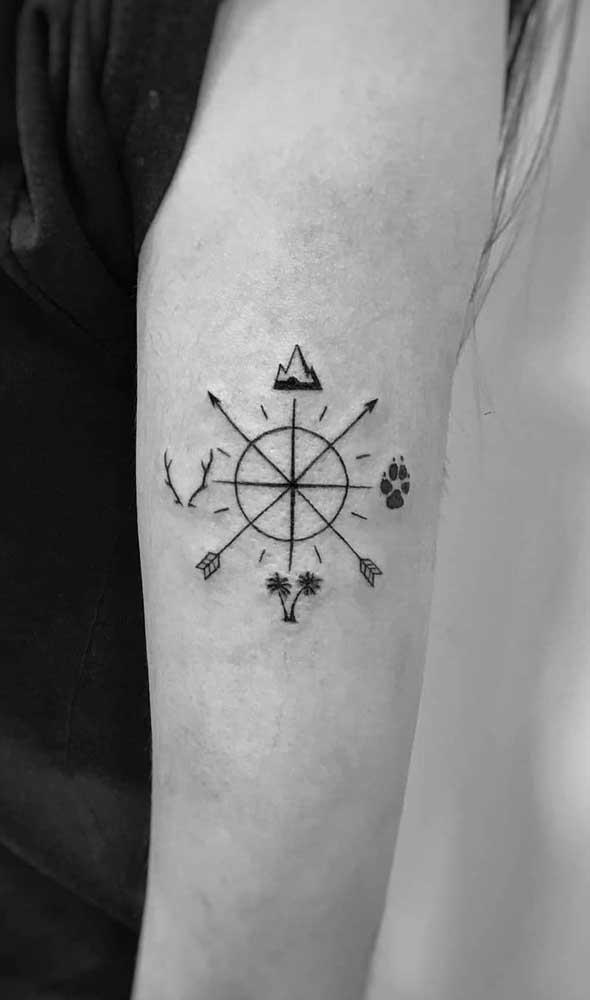 Encontre o rumo certo com a tatuagem rosa dos ventos.