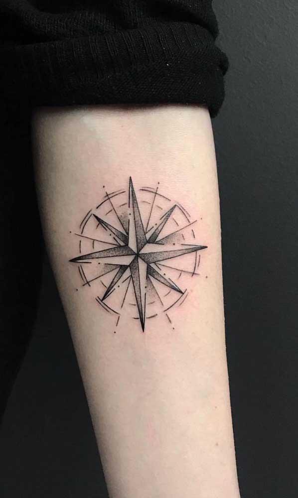 O que acha de fazer uma tatuagem rosa dos ventos?