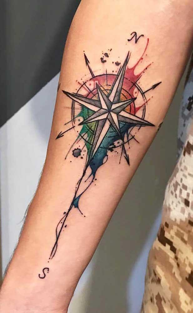 Veja que tatuagem rosa dos ventos mais incrível.