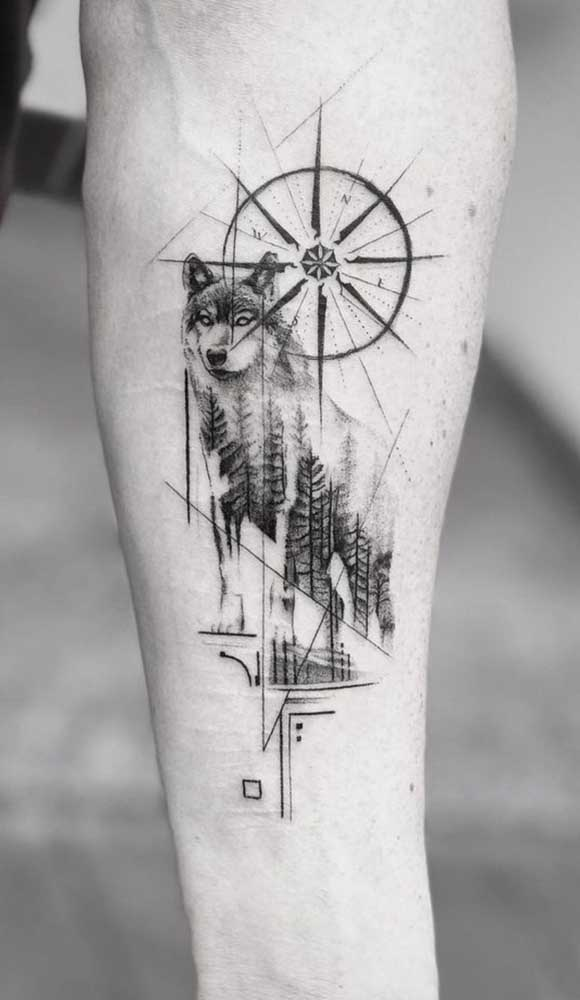 Combinar a tatuagem rosa dos ventos com um lobo é fantástico.