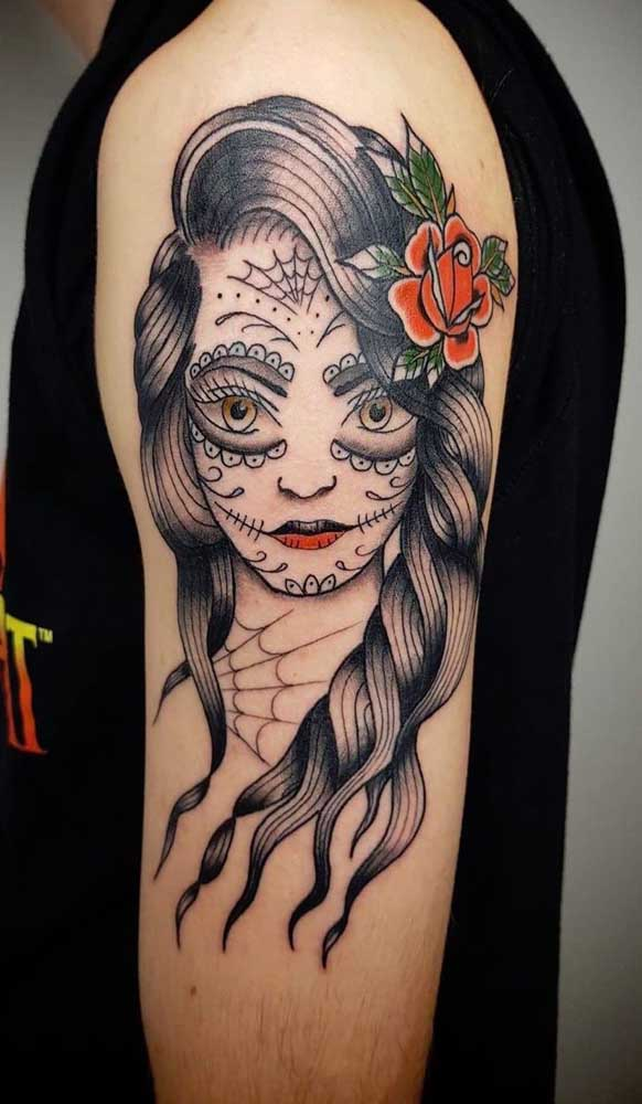 Olha que bela tatuagem catrina no braço, bastante usada pelos homens.
