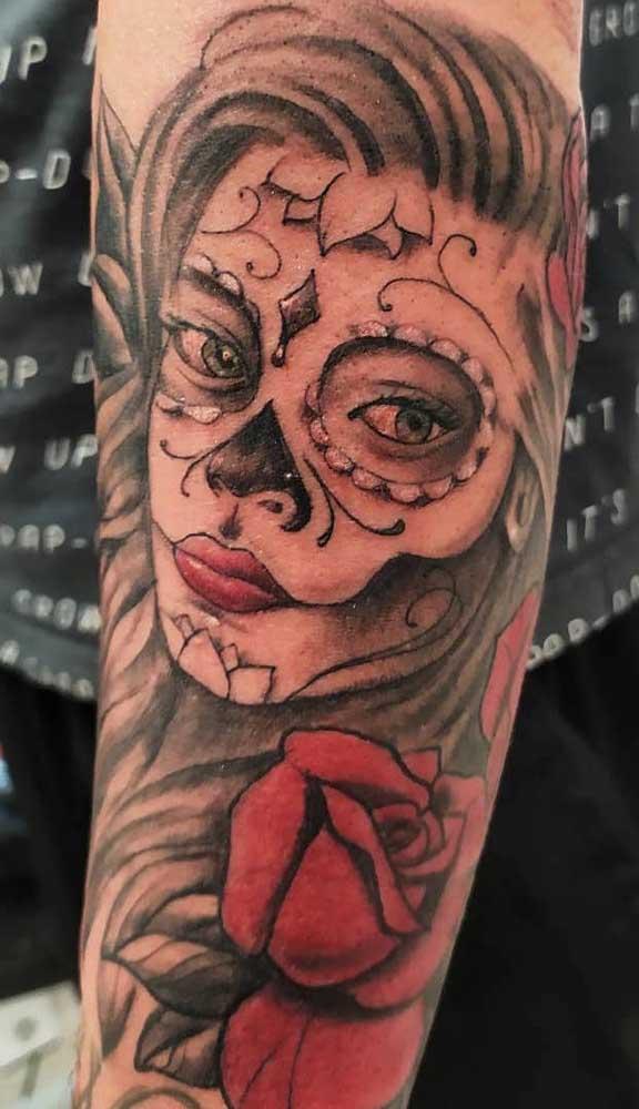 O que acha de fazer uma tatuagem catrina no antebraço?