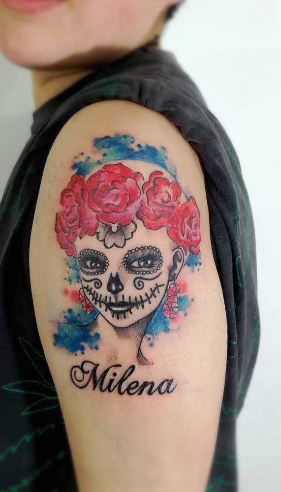 Veja como é possível fazer uma tatuagem catrina feminina no braço.