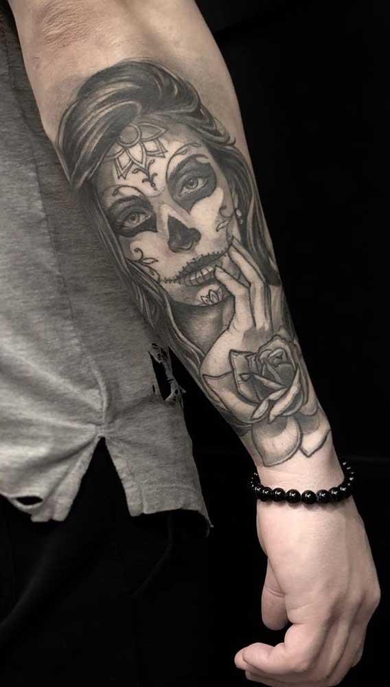 Olha que bela tatuagem catrina feita no antebraço.