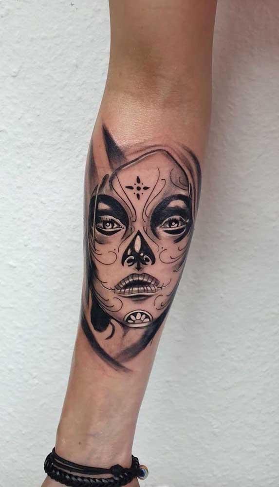 Olha que tatuagem catrina delicada e diferente para você fazer no antebraço.