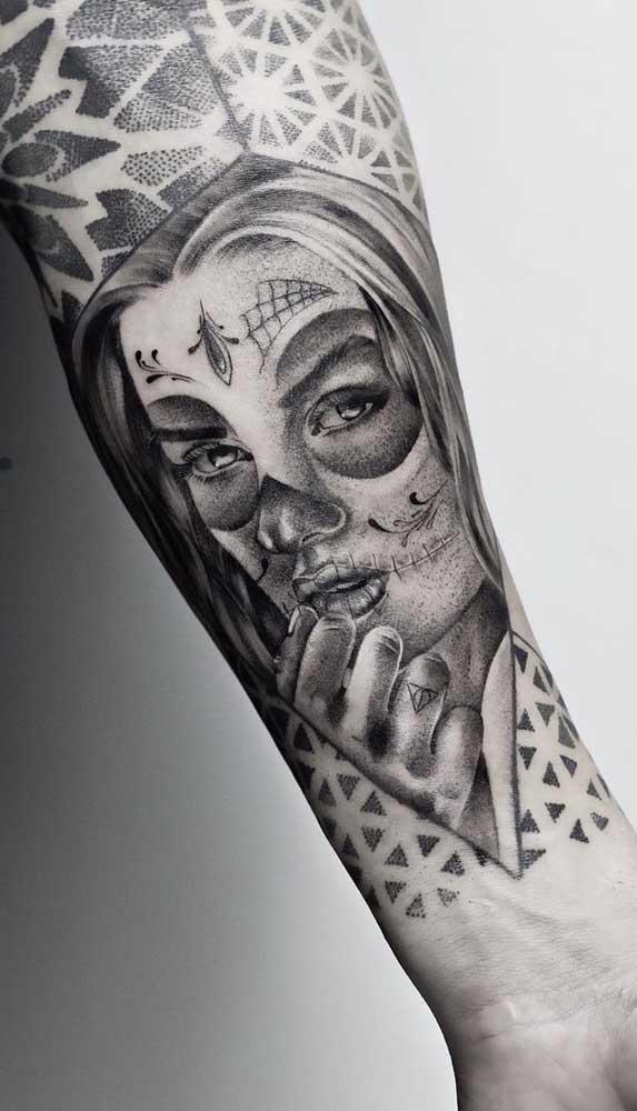 Mas a Catrina fica linda em qualquer tipo de tatuagem.