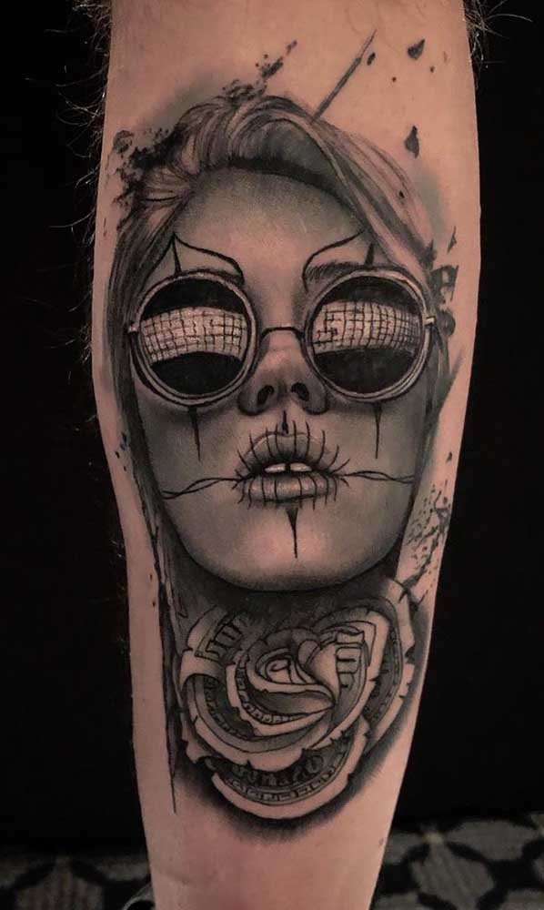 Veja como você pode fazer uma tatuagem catrina na perna totalmente estilosa, despojada e moderna.