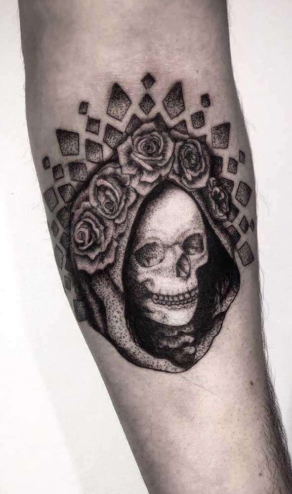 Mas se você prefere tatuar a Catrina mais tradicional, não pode abrir mão da figura do esqueleto.