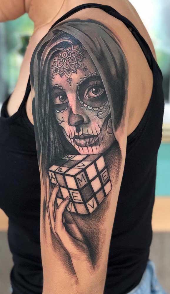 Escolha um desenho da Catrina que combine com o seu estilo de vida na hora de fazer a sua tatuagem.
