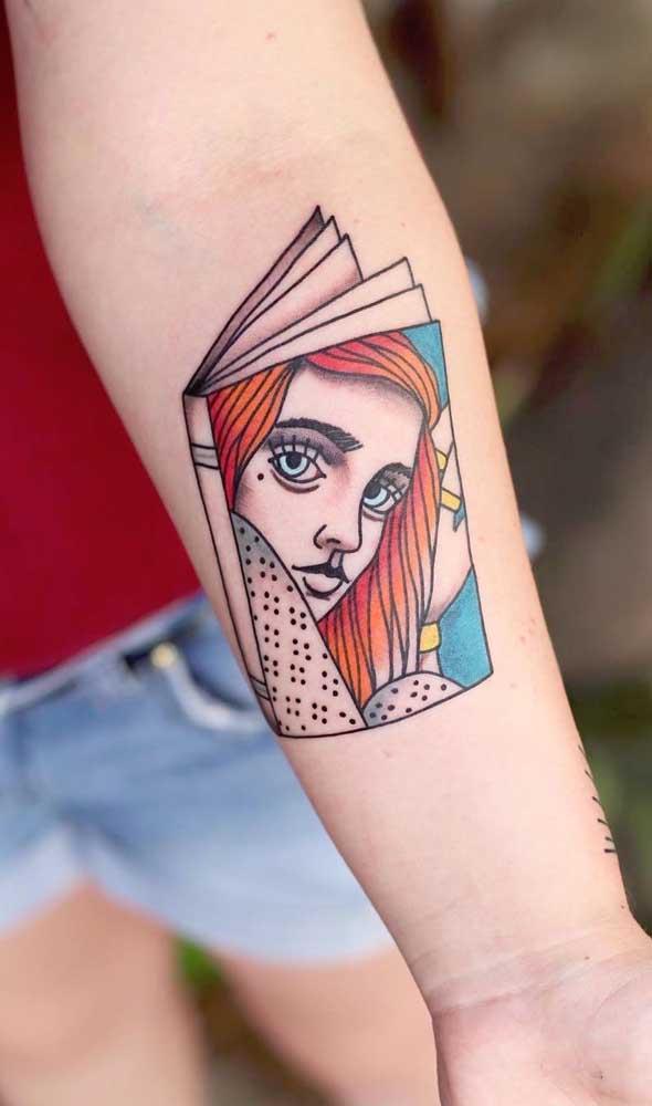 O que acha de apostar em uma tatuagem livros aquarela?