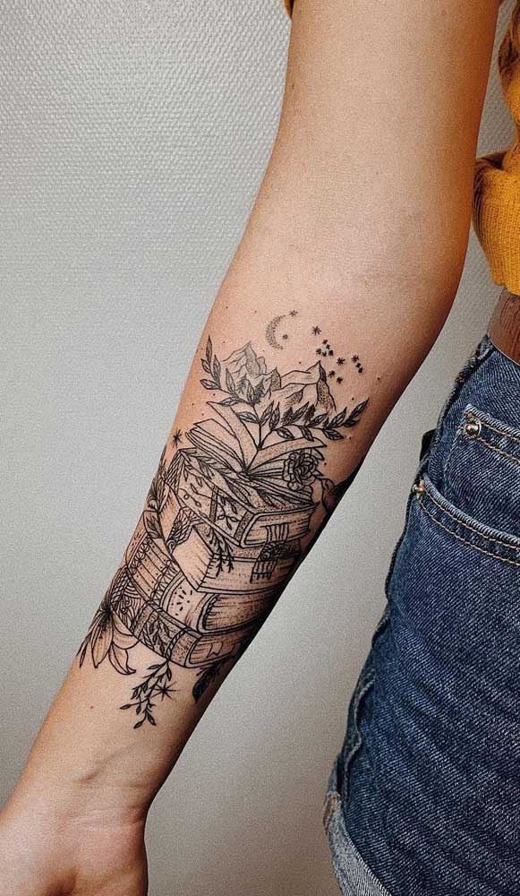 Você pode usar diferentes figuras para fazer uma tatuagem de livros diferenciada.
