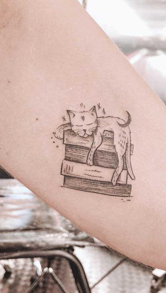Qual a relação do gato com os livros?
