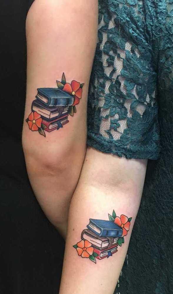 O que acha de fazer uma tatuagem de livros gêmea com alguém que você ama?