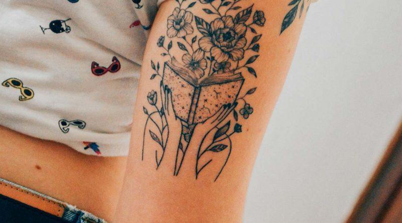 Tatuagem de livros: simbologia, tipos e 60 fotos inspiradoras
