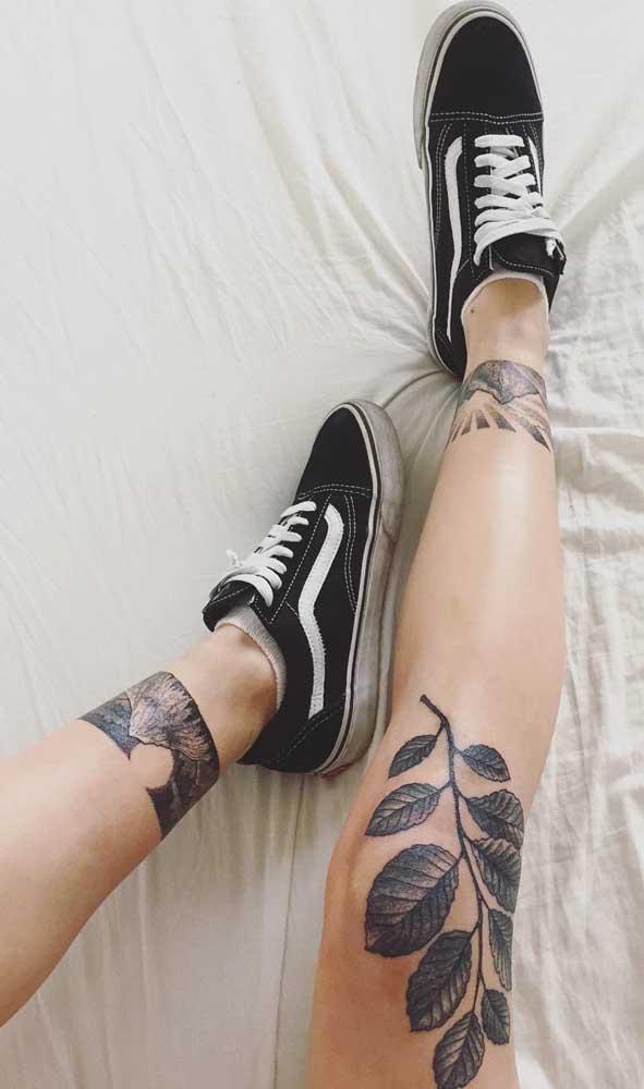 Inove na hora de fazer uma tatuagem na panturrilha.