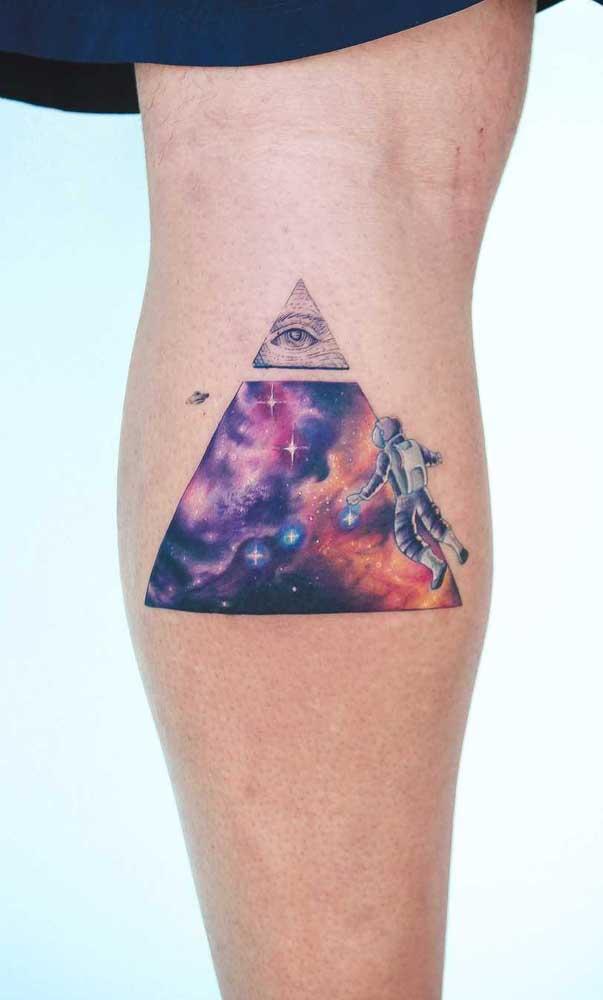Use e abuse da criatividade na hora de fazer a tatuagem na panturrilha.