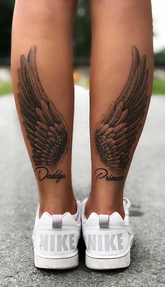 As asas podem ser colocadas na panturrilha e não nas costas.