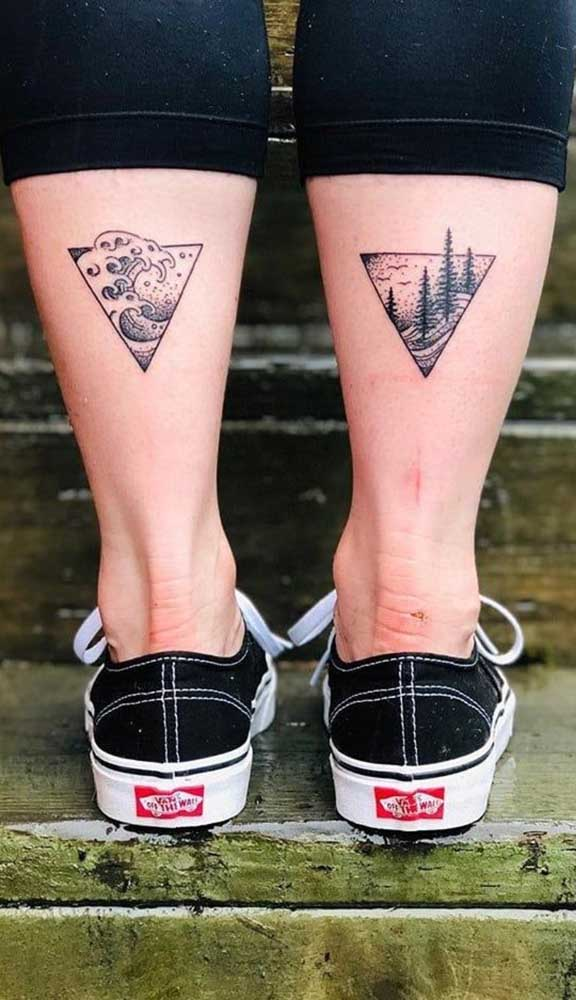 Duas tatuagens na panturrilha para uma complementar a outra.