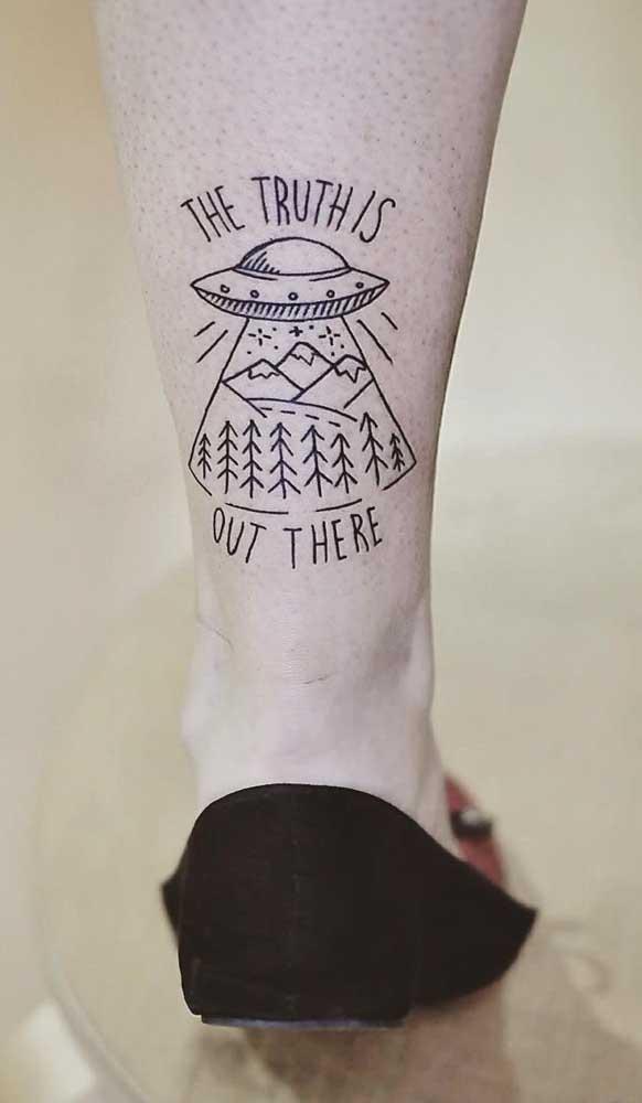 Deixe a imaginação fluir na hora de fazer a tatuagem na panturrilha.