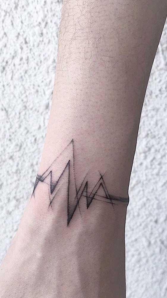 Uma boa opção é fazer a tatuagem batimento cardíaco no pulso.