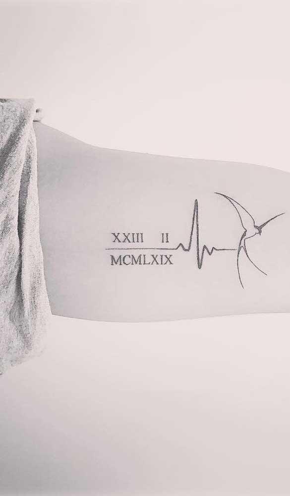 O mais bacana da tatuagem batimento cardíaco é que você pode combinar com outros elementos.