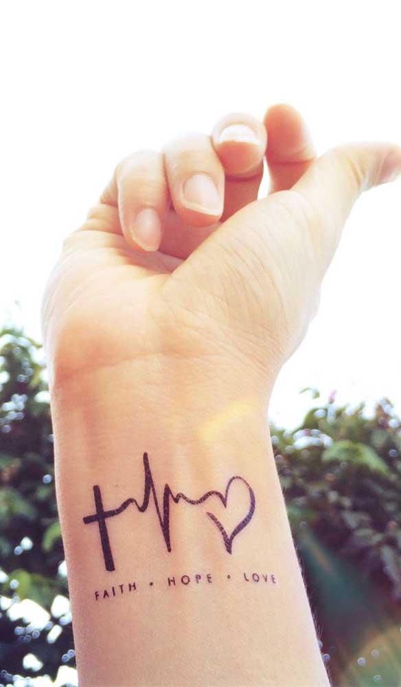 Você pode demonstrar toda a sua fé em uma pequena tatuagem com batimento cardíaco.