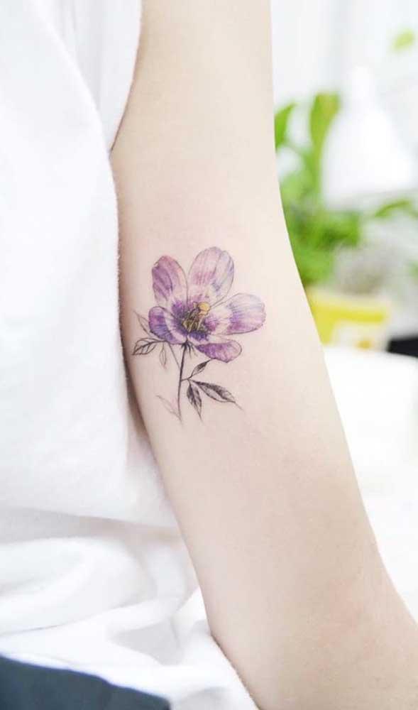 Flores são desenhos sempre delicados, portanto, uma ótima opção para tatuagens fofas.