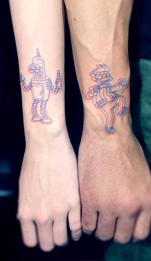 Combine com seu amigo uma tatuagem diferenciada no braço.