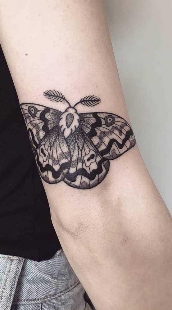 Veja que borboleta linda e diferente para tatuar no seu corpo.