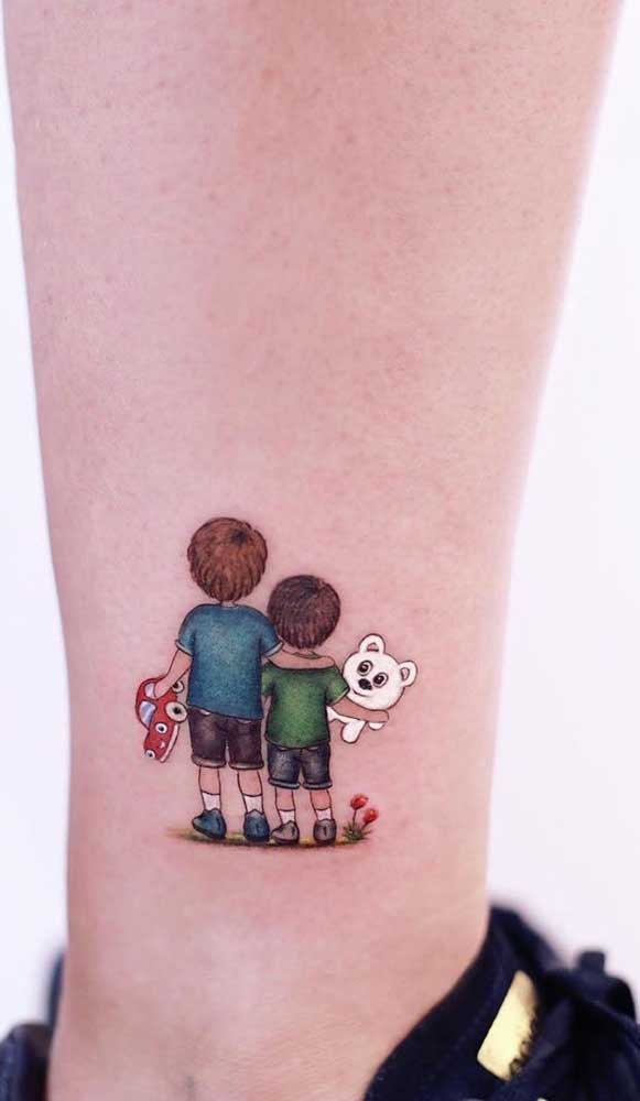 Você já pensou em fazer uma tatuagem fofa com seu irmão? Olha essa ideia incrível.