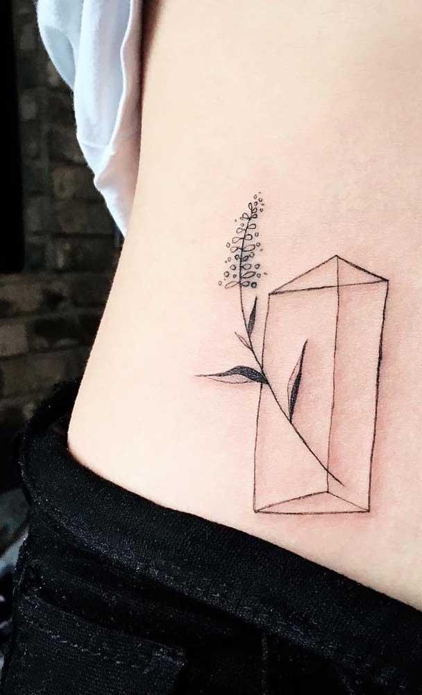 Mas as mulheres ainda preferem as tatuagens na barriga mais delicadas.