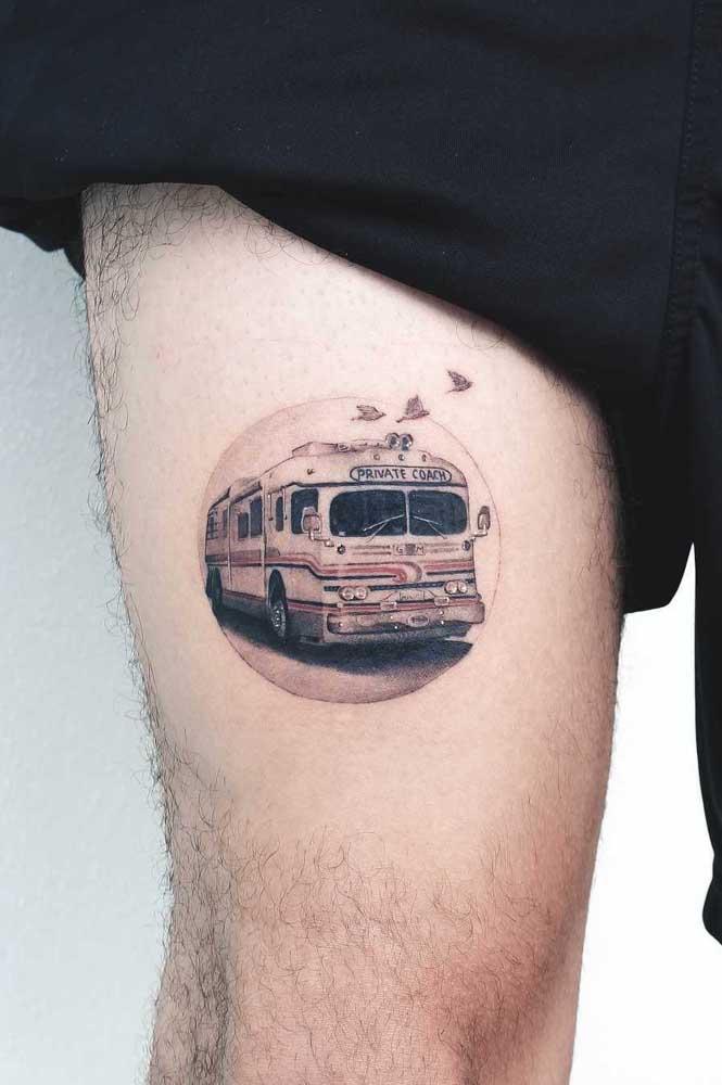 Olha que desenho interessante para fazer tatuagem na coxa masculina.