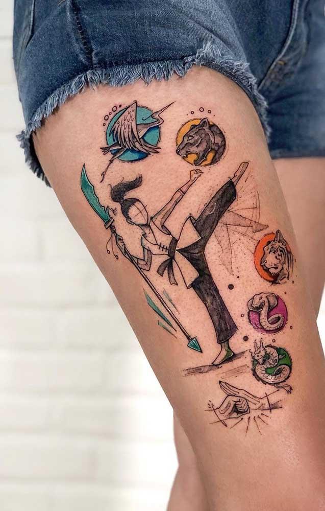 Uau! Que tatuagem na coxa mais diferenciada e chamativa.