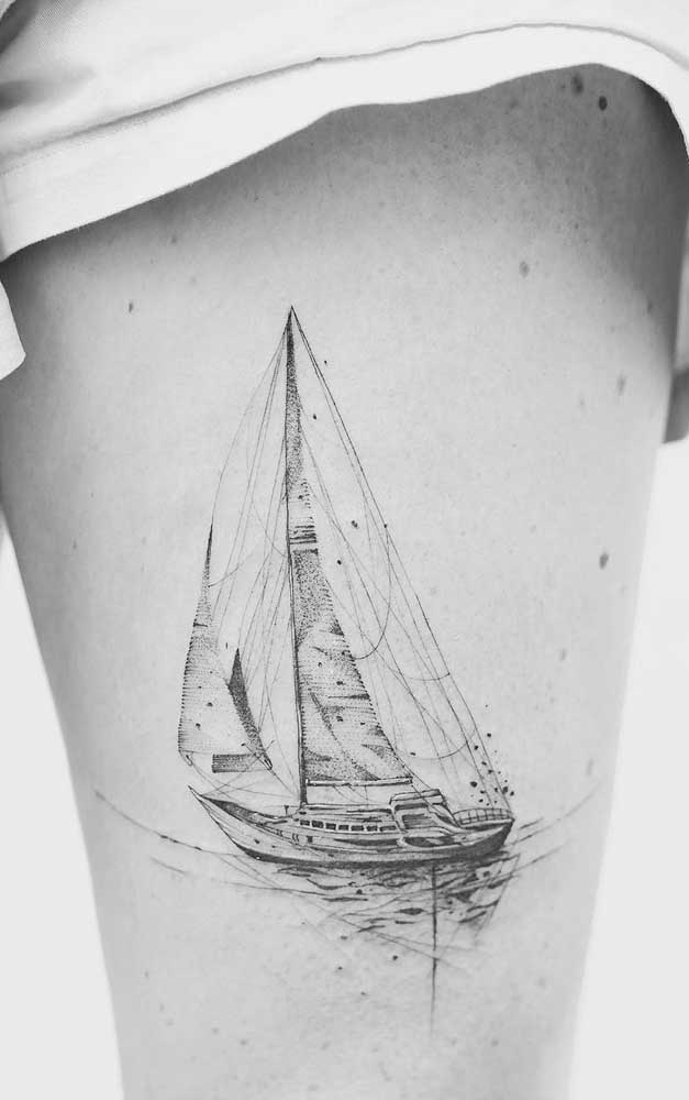 O mais bacana de escolher a coxa para fazer a tatuagem é que a região não é tão dolorida.