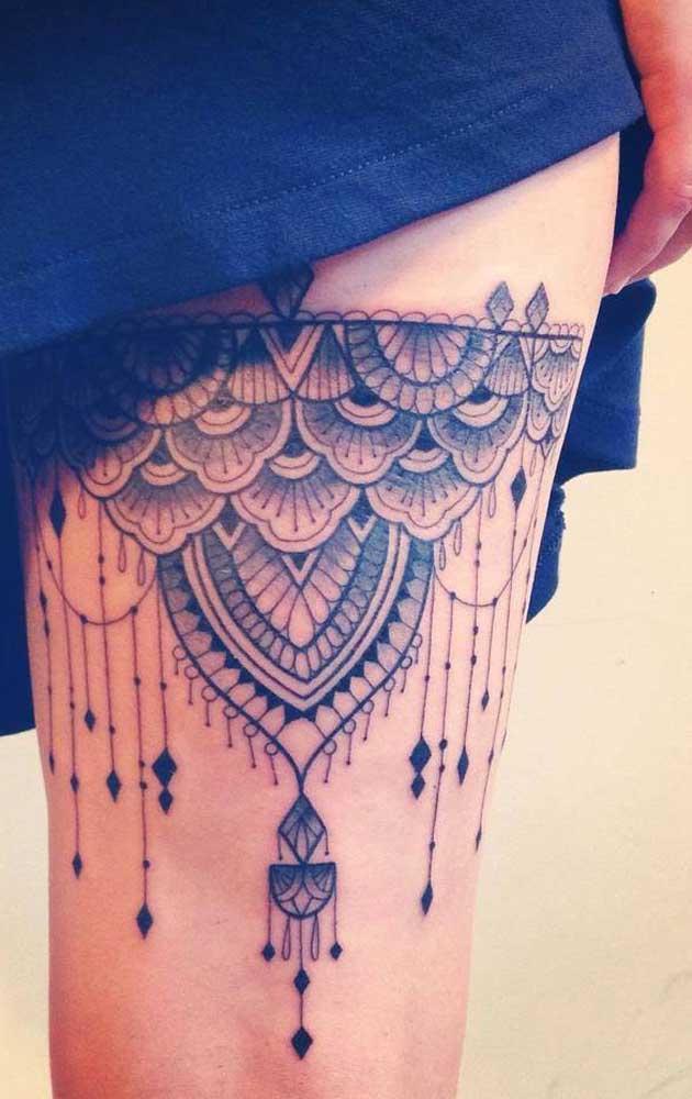 Que tal fazer uma tatuagem na coxa que é uma das regiões mais sensuais das mulheres?
