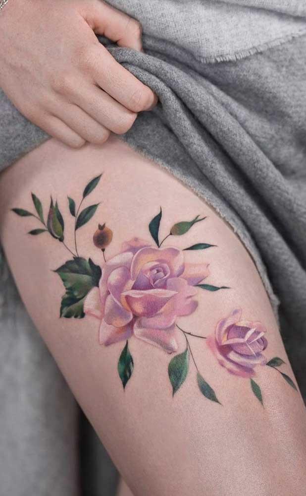 Você pode começar a tatuagem na lateral da coxa e finalizar no centro.