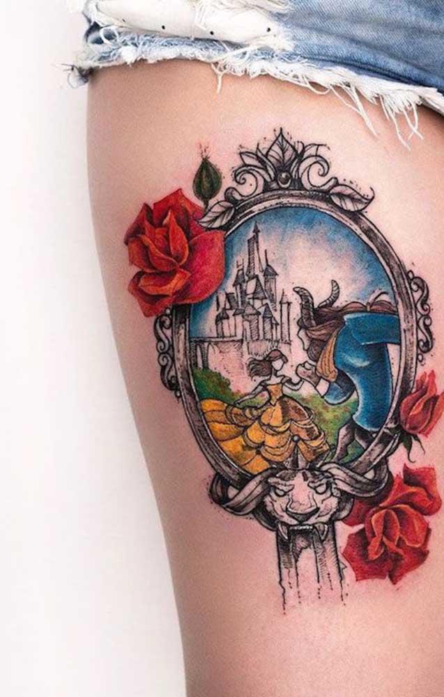 Tem algo mais feminino do que tatuar a história da Bela e a Fera na coxa?