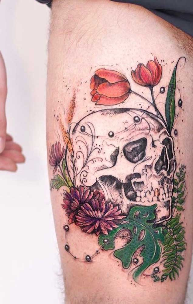 Já pensou em fazer uma tatuagem de caveira na coxa?