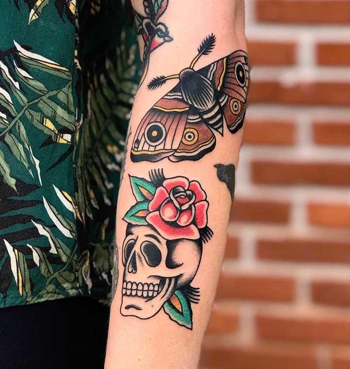 Assim como diferentes símbolos em uma mesma tattoo.
