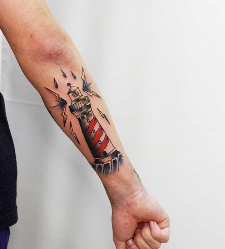 Figuras e símbolos que fazem referência ao universo de marinheiro são consideradas tatuagens old school.