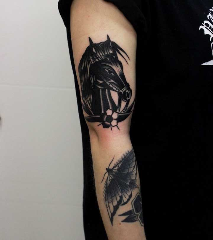 A tatuagem old school preta é uma das mais feitas pelos homens.