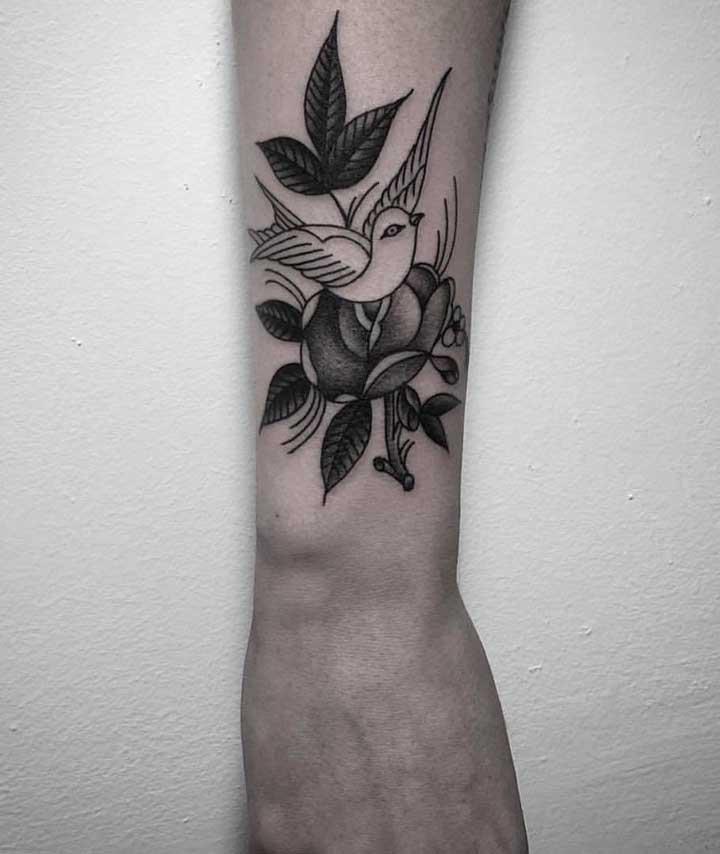 É possível até fazer uma tattoo delicada.
