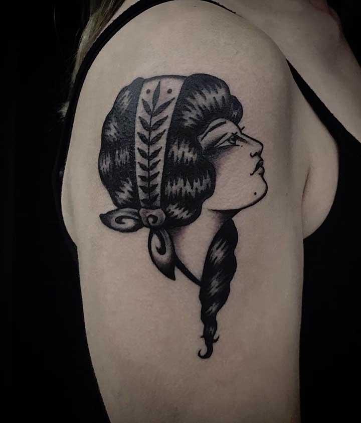 O braço pode ser um ótimo local para fazer a tatuagem old school.