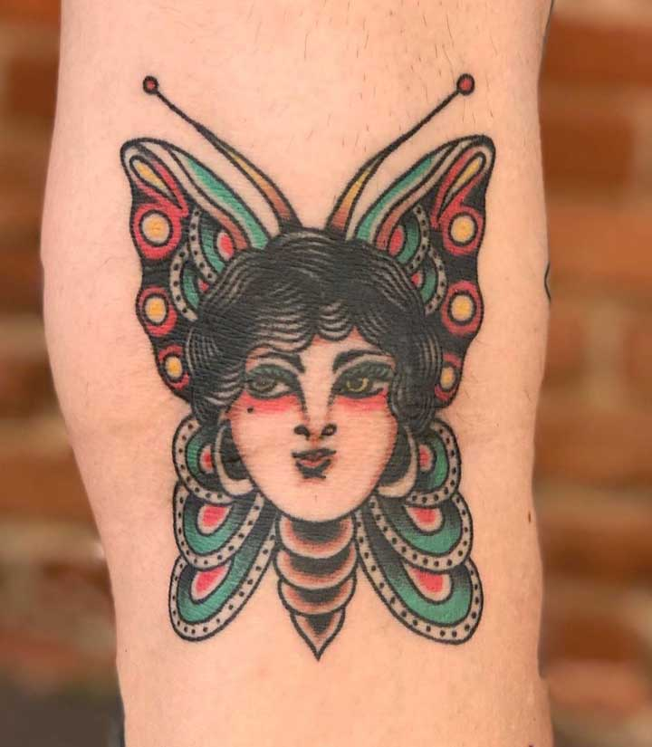 Uma mistura de humano com borboleta.