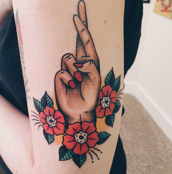 As flores são figuras muito bem-vindas em qualquer estilo de tatuagem.