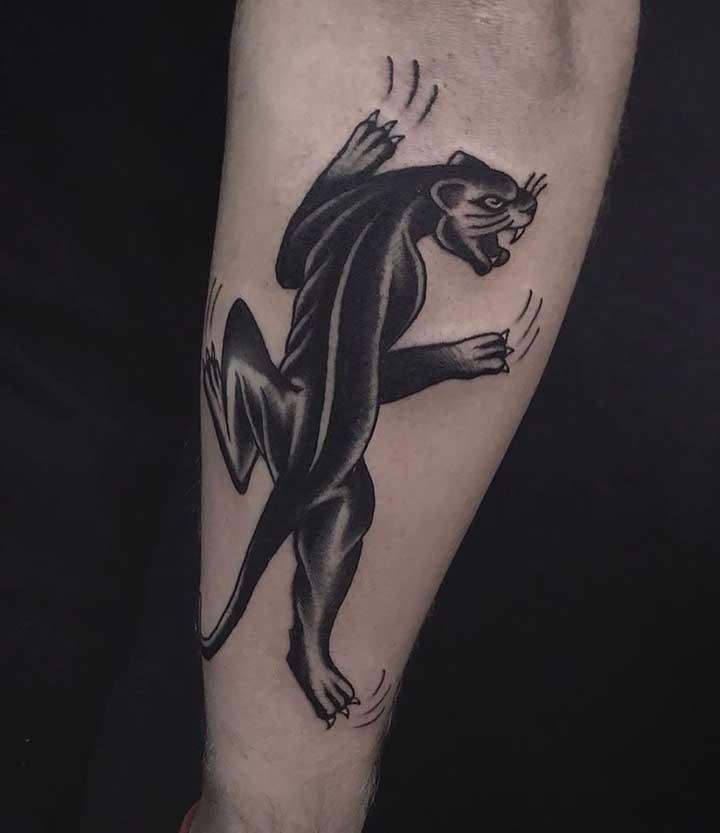 A tatuagem old school nunca vai sair de moda por ser algo clássico e tradicional.