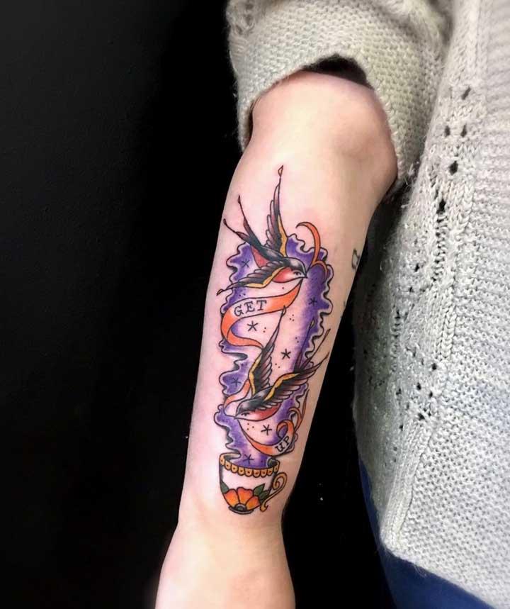 E até encarar algo mais psicodélico como esse modelo de tattoo.
